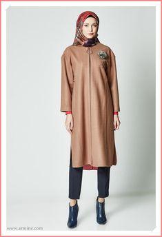 Yeni seonun en güzel tesettürlü kaşe kaban modelleri 2021 koleksiyonu. #armine #arminekaşekaban #tesettürgiyim #kaşekabanmodelleri #armine2021tesettürgiyimkaban #arminekapmodelleri2021 #arminekaşekabanmodelleri2021 #armineindirimliürünler Dubai Fashion, Kaftan, Normcore, Model, Style, Swag, Stylus, Scale Model