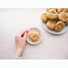 Túrós-zöldfűszeres scone reggelire, tízóraira, bármikorra 😊 Hozzávalók:  100 g… Cereal, Diet, Cookies, Breakfast, Instagram Posts, Desserts, Food, Crack Crackers, Morning Coffee