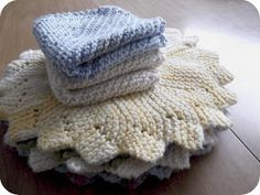 delightfully simple: DIY Monday - knitting a dishcloth, a beginner's project!