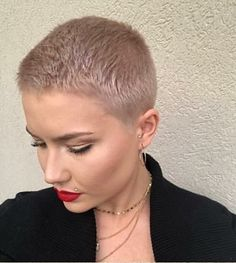 There is Somthing special about women with Short hair styles. I'm a big fan of Pixie cuts and buzzed cuts. Enjoy the many different styles. Short Thick Wavy Hair, Super Short Pixie Cuts, Super Short Hair, Short Hair Cuts, Short Shaved Hairstyles, Very Short Haircuts, Short Haircut Styles, Short Hairstyles For Women, Pixie Hairstyles