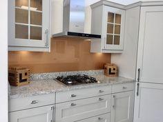 Copper coloured painted glass splashback complementing this kitchen. Mason Jar Kitchen Decor, Rustic Kitchen Decor, Glass Kitchen, Kitchen Paint, Kitchen Tiles, Copper Splashback Kitchen, Kitchen Worktop, Splashback Ideas, Soapstone Kitchen