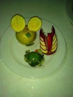 Mickey mouse, cisne & cangrejo