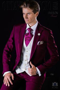 Italienisch burgunde Bräutigam Anzug mit steigendes Revers, Satin Kontrast und 1 Knopf aus Wollmischung. Hochzeitsanzug 1706 Kollektion Fashion Formal Ottavio Nuccio Gala.