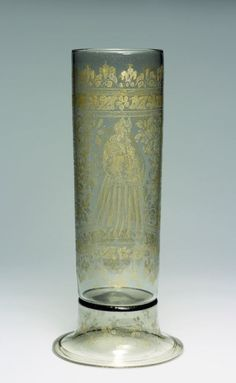 Cylindrical beaker with depiction of a married couple Hall in Tirol c. 1580. Colourless, smoke-tinted Glass, free-blown, diamond-point engraved, gilt. | Museum Kunstpalast
