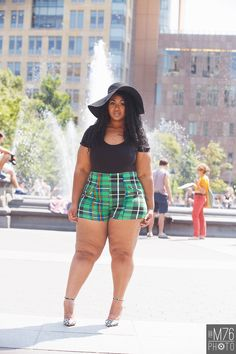 plus size model Girls Winter Fashion, Winter Fashion Casual, Black Girl Fashion, Curvy Fashion, Fashion Photo, Big Size Fashion, Fat Girl Fashion, Fashion Kids, Fashion 2020