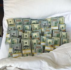 Money flows effortlessly with abundance to me Make Money Online, How To Make Money, Inspiration Entrepreneur, Motivation Inspiration, Entrepreneur Motivation, Mo Money, Cash Money, Cash Cash, Money Bags