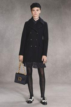 See the complete Christian Dior Pre-Fall 2018 collection.