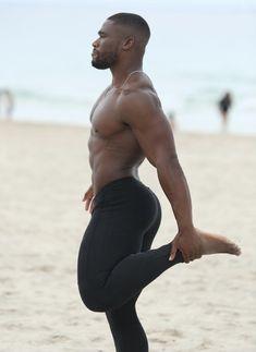 Black Muscle Men, Hunks Men, Male Hunks, Lycra Men, Cute Black Boys, Beefy Men, Handsome Black Men, Running Tights, Male Beauty