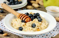 Smoothie, ovesná kaše či domácí müsli. Jak vypadá opravdu zdravá snídaně? Sweet Grits Recipe, Wellness Tips, Health And Wellness, Muesli, Smoothies, Blueberry, Breakfast Recipes, Oatmeal, Brunch