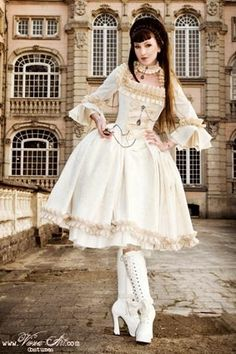 Classy steampunk dress to match up with the white rabbit steampunk mask! Don't be late to Taeyang's concert!