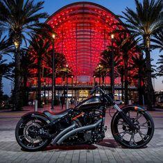 Harley Davidson News – Harley Davidson Bike Pics Harley Davidson Breakout Custom, Harley Davidson Boots, Harley Davidson Motorcycles, Custom Harleys, Custom Bikes, Ducati, Motorcycle Outfit, Motorcycle Garage, Bike Pic
