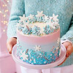 Peggy Porschen Cakes shared by María José on We Heart It Frozen Themed Birthday Party, 3rd Birthday Cakes, Frozen Theme Cake, Geek Birthday, Tarta Frozen Disney, Pastel Frozen, Frozen 2, Winter Wonderland Cake, Wonderland Party