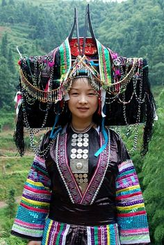 Tribal Costume, Tribal Dress, Folk Costume, Tribes Of The World, People Of The World, Traditional Fashion, Traditional Dresses, Costume Ethnique, Unique Jobs