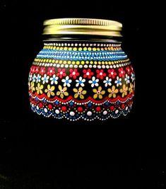 puntillismo, dot to dot art Painted Wine Bottles, Painted Jars, Painted Wine Glasses, Painted Rocks, Hand Painted, Decorated Bottles, Glass Bottle Crafts, Diy Bottle, Bottle Art