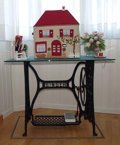 """Por fin mi """"BERNI"""" ya tiene su propia casa!!!!!!   La idea surgió después de ver la funda de máquina de coser que había diseñado Véronique ..."""
