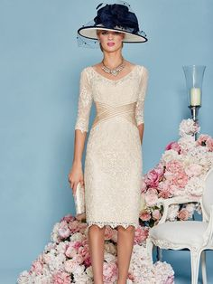 Sheath/Column Lace Scoop 3/4 Sleeves Knee-Length Mother of the Bride Dresses at HerDress Online