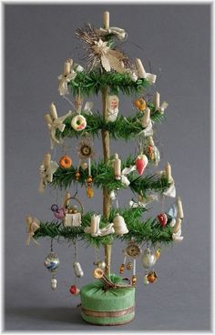 foncé federbaum avec clinquant tragant Lauscha Gablonz ouates Dresde sebnitz in Sammeln & Seltenes, Saisonales & Feste, Weihnachten & Neujahr Antique Christmas Ornaments, Noel Christmas, Victorian Christmas, Primitive Christmas, All Things Christmas, Christmas Crafts, German Christmas Decorations, Xmas, Primitive Crafts