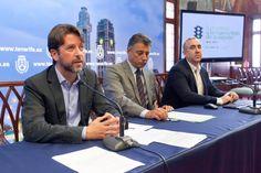 El presidente del Cabildo, Carlos Alonso, destaca las prestaciones de las #nuevasguaguas: fiabilidad, accesibilidad y sostenibilidad medioamiental.