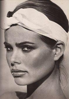 Margaux Hemingway by Francesco Scavullo, 1976 : the bow headband