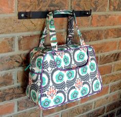 The first vintage pattern released in the Swoon Vintage Collection, Donna is a small 60's inspired handbag. She features a cute exterior slip pocket, inside zippered pocket and handles perfect for wearing in the crook of the elbow, Jackie O style.