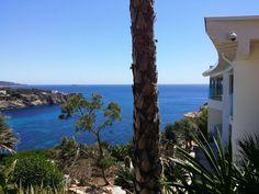 Wer auf Mallorca Immobilien kaufen möchte und im Luxussegment eine Villa mit Meerblick sucht, dem wird diese Immobilie in Santa Ponsa besonders gut gefallen.