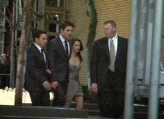 Foi divulgada uma nova foto antiga onde Robert Pattinson e Kristen Stewart aparecem juntos chegando/deixando a premiere de Water for Elephants em New York, em 2011. Foi nesse dia em que foram tiradas as fotos do beijo dentro do carro, lembram? Até então não havia nenhuma imagem da Kristen (exceto vídeos) fora do veículo.