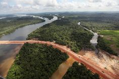 Brazil's biggest infrastructure project - the 11 billion dolars #BeloMonte dam - is also its most controversial, and one showcased at the international summit on June 20-22 in #RiodeJaneiro held 20 years after the #EarthSummit. Opponents, among them #Sting and other celebrities, thought they had defeated Belo Monte in 1989 but construction is now well under way as this photo from June 15 shows. Proponents tout Belo Monte as a way to make clean electricity for Brazil's booming economy…