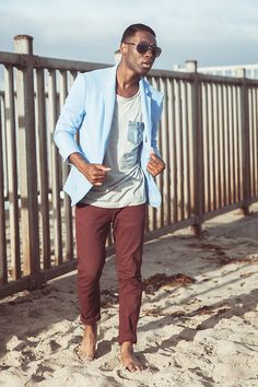 A light blue blazer and burgundy chinos are an easy way to infuse some sophistication into your current wardrobe. Burgundy Chinos, Red Chinos, Brown Blazer, Blue Blazer Outfit, Blazer Outfits Men, Blazer Jacket, Light Blue Blazers, Diesel Shirts, Funky Outfits