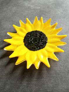 Check out this item in my Etsy shop https://www.etsy.com/uk/listing/550605633/sunflower-fused-glass-plate-trinket-dish