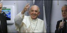 'Debemos continuar la obra de limpieza', afirma el Papa en el vuelo de regreso a Roma . 'Hay que combatir el fundamentalismo religioso; no es religioso, ofende a Dios, es idólatra'