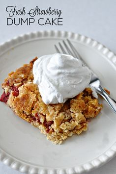 Easy Strawberry Dump Cake 21 Delicious Desserts To Make Now That Strawberries Are In Season Best Strawberry Cake Recipe, Strawberry Desserts, Strawberry Dump Cakes, Dump Cake Recipes, Baking Recipes, Dessert Recipes, Baking Ideas, Dessert Ideas, Easy Recipes