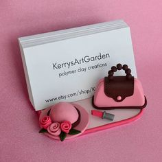 Pink Purse, Hat & Lipstick Polymer Clay Business Card Holder - would love to make something like this showing kitchen gadgets instead! Polymer Clay Figures, Cute Polymer Clay, Fimo Clay, Polymer Clay Projects, Polymer Clay Charms, Polymer Clay Creations, Polymer Clay Jewelry, Clay Crafts, Diy Fimo
