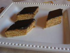 Grillázs töltelékes nápolyi - Sütemény receptek Krispie Treats, Rice Krispies, Cupcakes, Cookies, Food, Candy, Crack Crackers, Cupcake Cakes, Biscuits