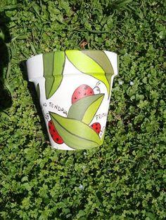 Love the ladybugs :~D Flower Pot Art, Flower Pot Crafts, Clay Pot Crafts, Jar Crafts, Painted Plant Pots, Painted Flower Pots, Painted Pavers, Clay Pot People, Decorated Flower Pots