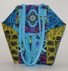 Heute stelle ich Euch eines meiner Patchworktaschenmodelle vor und gleichzeitig auch zum Nacharbeiten sehr gerne zur Verfügung.  Es ist eine Handtasche aus kontrastierenden Stoffen (Paula Nadelstern), die mit Lederfransenbändern als Hingucker einen effektvollen Verschluss erhält.      Materialbedarf:  (Stoffe liegen 110 cm breit/Nahtzugabe ist im Schnittmuster inbegriffen)  40 cm B ...