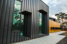 Kilmore Hospital features Snaplock and Nailstrip by Metal Cladding Systems Black House Exterior, House Paint Exterior, Exterior House Colors, Exterior Design, Exterior Homes, Facade Design, Steel Cladding, Cladding Panels, Cladding Systems