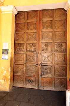Entrance to La Merced Monastery, one of the few original doors of Antigua  (César Tián / www.revue.gt)