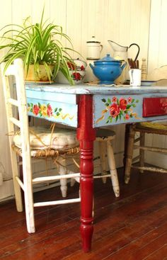 hand painted kitchen table/one of my favorite styles Hand Painted Furniture, Funky Furniture, Furniture Makeover, Repurposed Furniture, Vibeke Design, Deco Boheme, Home And Deco, Küchen Design, Design Ideas
