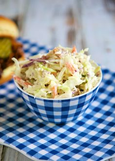 Quick Bacon Ranch Slaw - only 3 ingredients!--Bagged slaw mix, bottled ranch dressing, 5 strips cooked, crumbled bacon (or could use pre-cooked bacon crumbles) Bacon Recipes For Dinner, Side Dish Recipes, Easy Recipes, Side Dishes For Bbq, Grilled Veggies, Pasta, Healthy Salad Recipes, Summer Salads, Summer Bbq