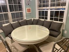 Good as new! Corner Dining Table, Banquette Seating In Kitchen, Banquette Bench, Kitchen Dining Sets, Dining Nook, Kitchen Storage, Kitchen Ideas, Bedroom Furniture Redo, Corner Booth