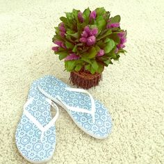 🌴🌴FLIP FLOPS🌴🌴 White rubber. Pretty footbed. Great condition. Shoes Sandals