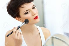 chicas maquillandose - Buscar con Google