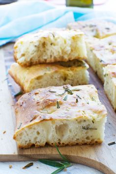 Shockingly easy Italian focaccia bread (no-knead! Breakfast Bread Recipes, Quick Bread Recipes, Loaf Recipes, Banana Bread Recipes, Side Dish Recipes, Baking Recipes, Rosemary Focaccia, Croissant Recipe, No Knead Bread