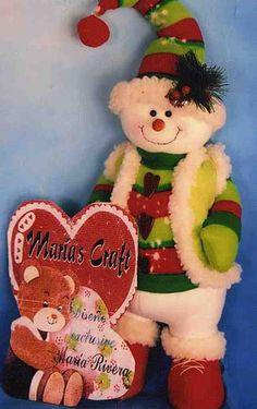 Muñeco de nieve feliz Christmas Snowman, Winter Christmas, Christmas Crafts, Christmas Decorations, Christmas Ornaments, Holiday Decor, Animal Sewing Patterns, 242, Christmas Fabric