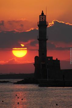 The Lighthouse in Chania, Crete, Greece Beautiful Sunset, Beautiful Places, Lighthouse Pictures, Lighthouse Painting, Crete Island, Sunset Silhouette, Ciel, Nature Pictures, Beautiful Landscapes