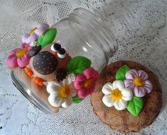 pote de vidro civ capacidade 1200lt <br>decorado com corujinha ,flores e folhas... <br>acabamento em verniz fosco! <br>ideal para guardar açúcar,café,bolachas e muitos outros alimentos... <br>faço de outras cores, consulte !!! <br> <br>A PARTIR DE SETEMBRO AS ENCOMENDAS AUMENTAM,PORTANTO FAÇA SEU PEDIDO COM ANTECEDÊNCIA !!!