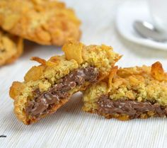 Le ROSE DEL DESERTO RIPIENE DI NUTELLA sono dei biscotti incredibilmente gustosi e perfetti da assaporare in mille occasioni.