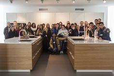 Los alumnos del grado de Diseño de Interiores de la EASD Pablo Picasso de A Coruña visitan la fábrica de cocinas Santos