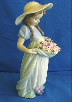 LLADRO SPANISH PORCELAIN FIGURE