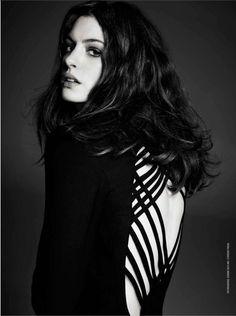 Anne Hathaway, talent w czystej postaci, jaki ma głos! jak się uśmiecha to ósemki jej widać:) do tego poczucie humoru no i fajnie wygląda! - super kobitka:)